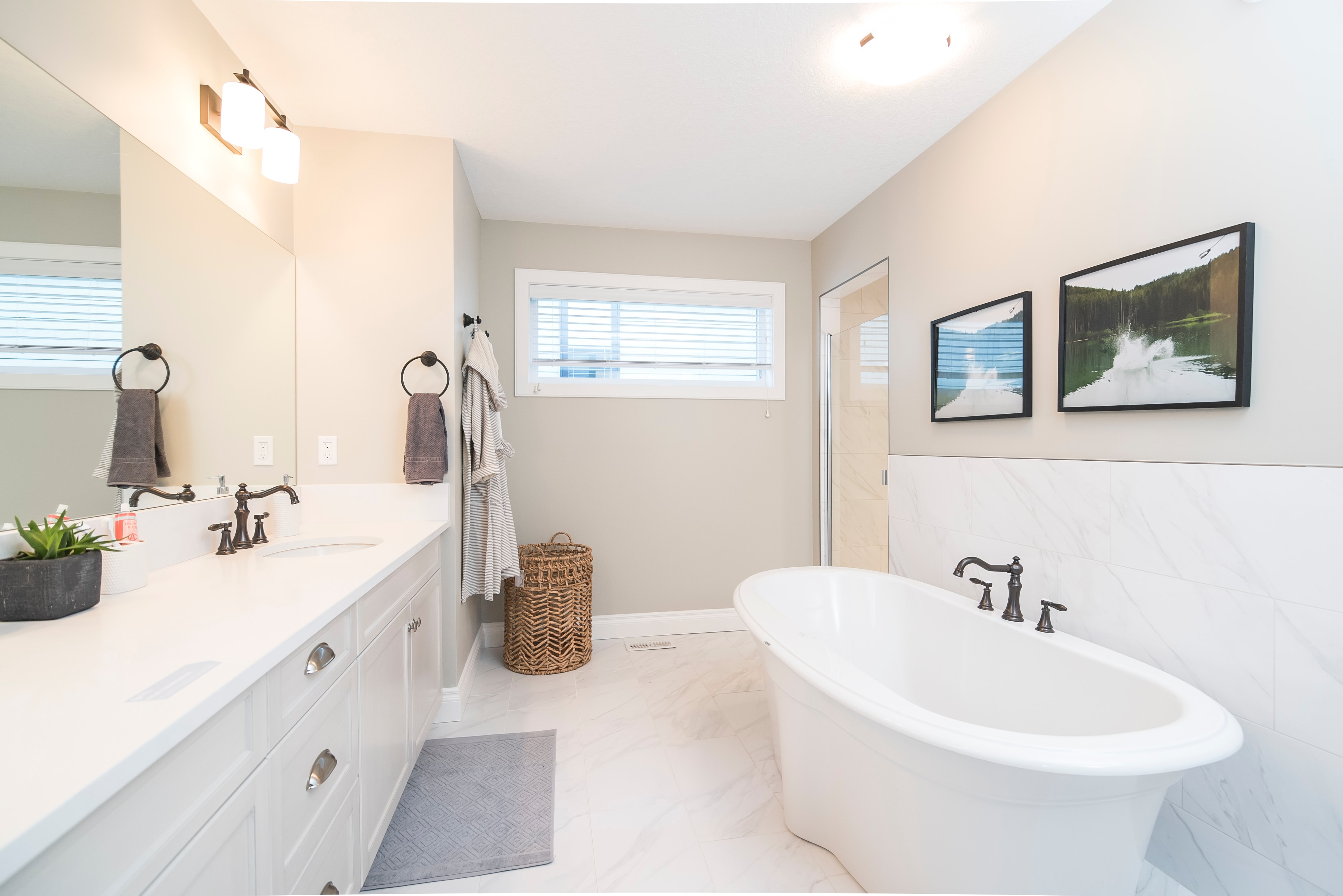 8 Fun Decor Ideas for Family Bathrooms that Combine Fashion and
